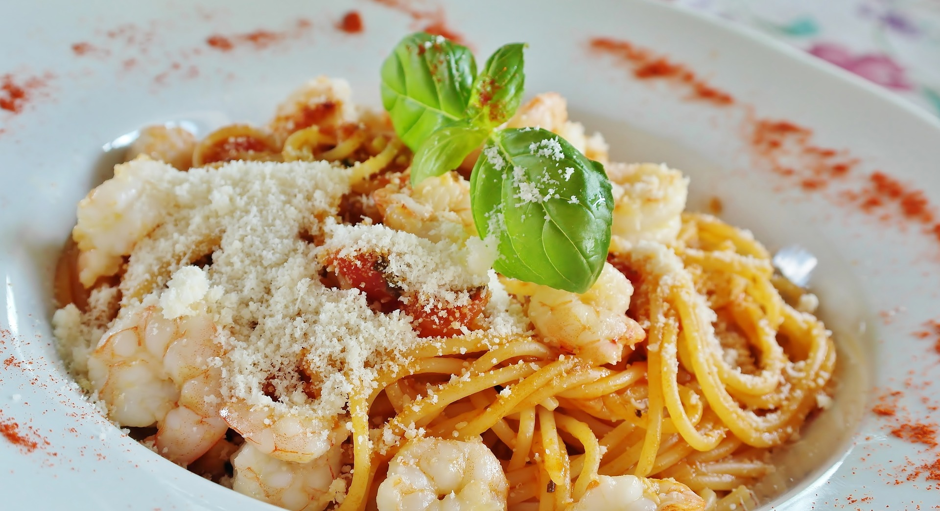 Pasta with garlic and shrimps